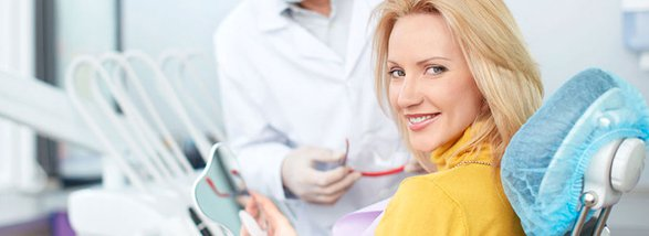 woman-at-dentist-office